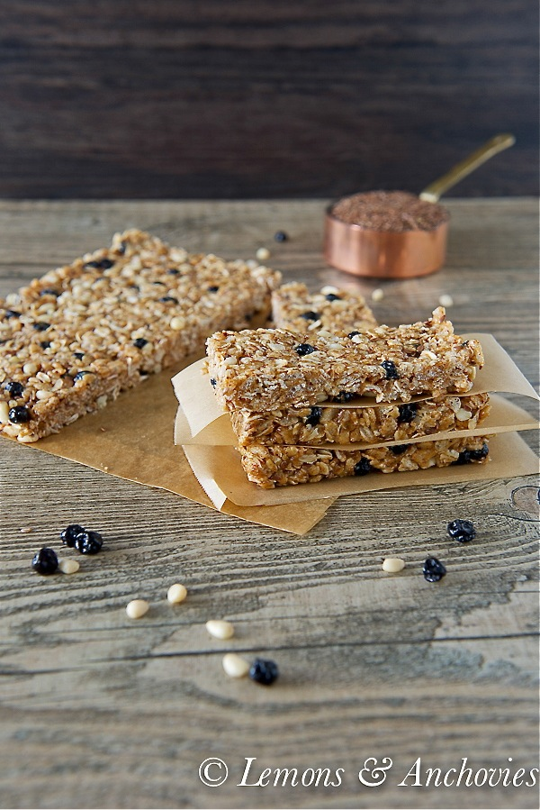 Blueberry Breakfast Energy Power Bars (No-Bake) | Lemons and Anchovies